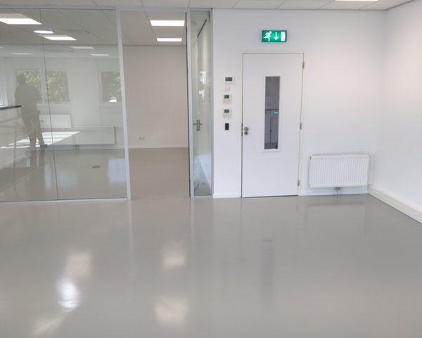 Renovlies en vloercoating kantoor Plesmanstraat Veenendaal - Schildersbedrijf J. van Dijk & Zn. B.V. Veenendaal