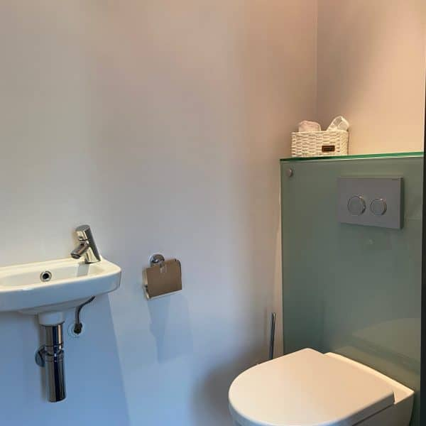 Renovlies toilet waterproof - Schildersbedrijf J. van Dijk & Zn. Veenendaal