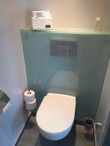 Renovlies waterproof toilet met glasplaat - Schildersbedrijf J. van Dijk & Zn. B.V. Veenendaal